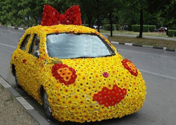 Примеры украшения свадебных машин живыми цветами