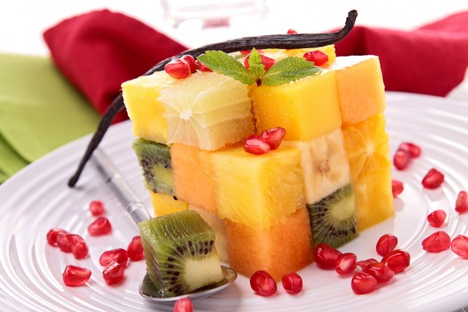 как приготовить фруктовый салат заправленный мороженым