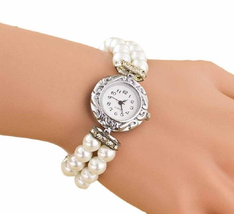 Влагоустойчивые часы с дополнительным браслетом