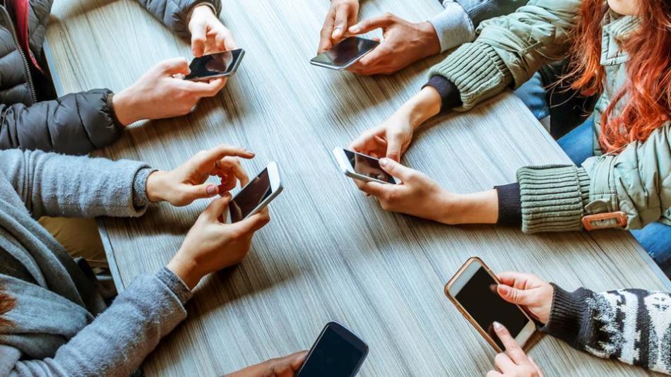 Зависимость подростков от социальных сетей