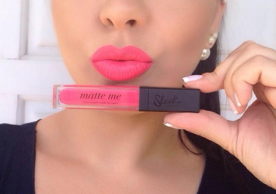 При макияже для губ с матовой помадой кожа должна быть идеальной