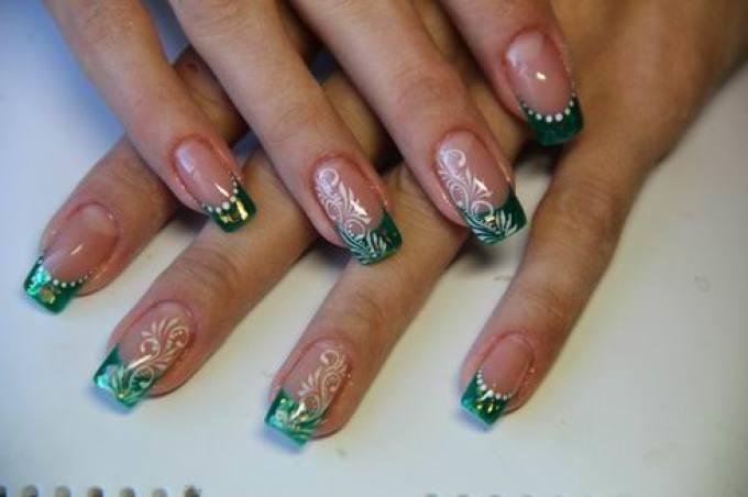 Фото дизайн ногтей с зеленым френчем