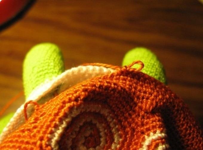 Сшиваем и одновременно можем делать основу для декоративного шва на панцире черепашки крючком