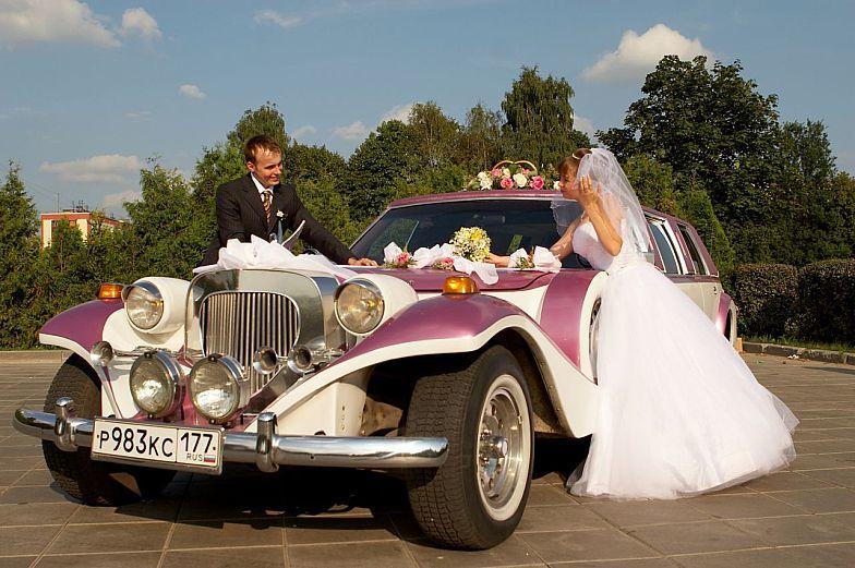 Примеры стильного украшения свадебных машин: фото