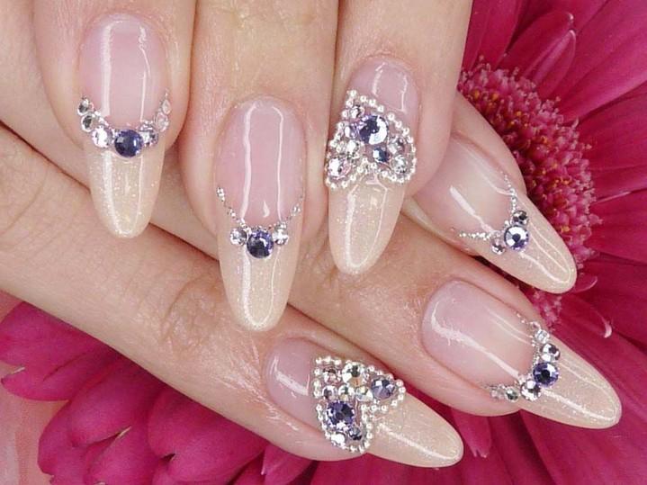 Дизайн ногтей с камнями стразами