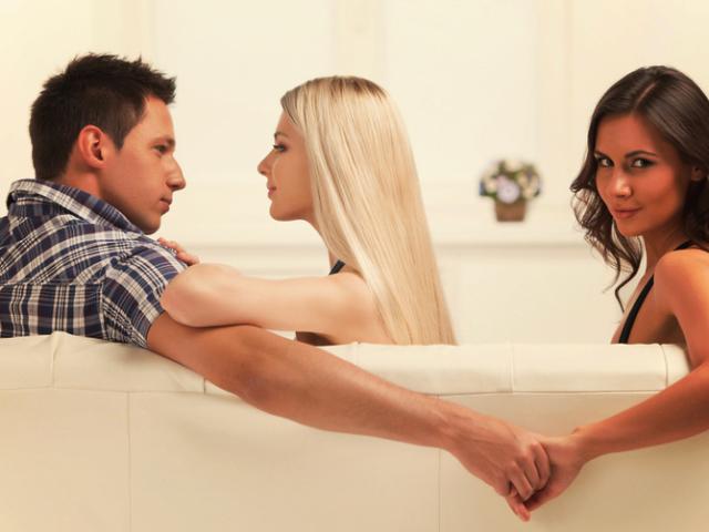 Жена изменяет мужу парню перед ним фото 74-243