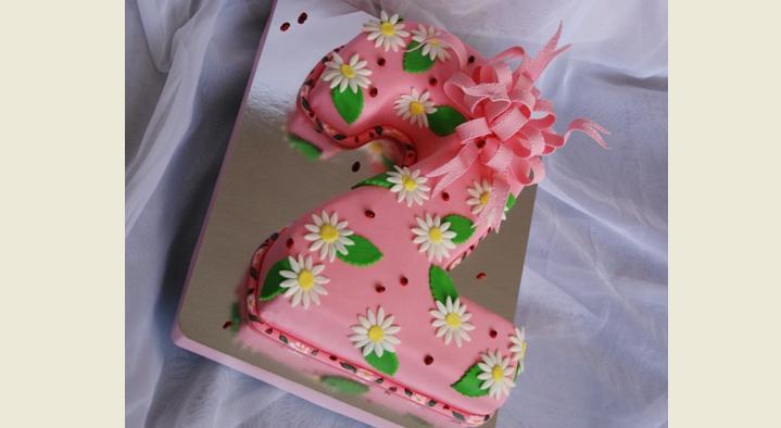Торт 2 с украшением из мастики