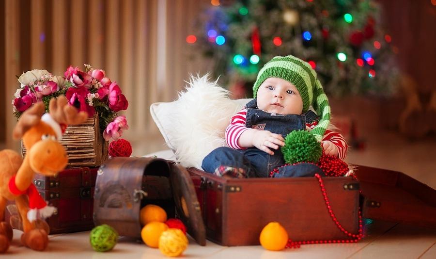Идея для фото: малыш в сундуке