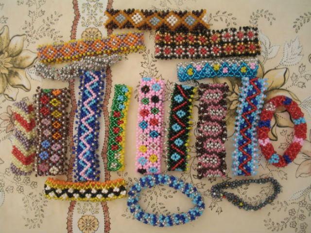 Простые браслеты из бисера и бусин своими руками