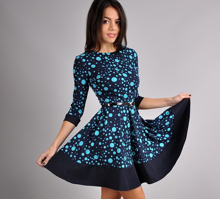 Короткое платье с юбкой полусолнце