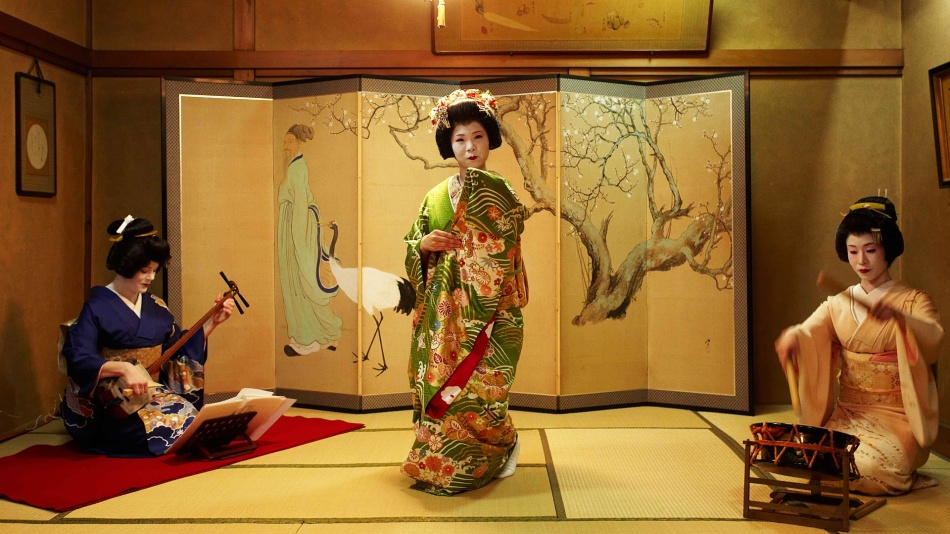 Искусству обольщения гейши учатся всю жизнь.