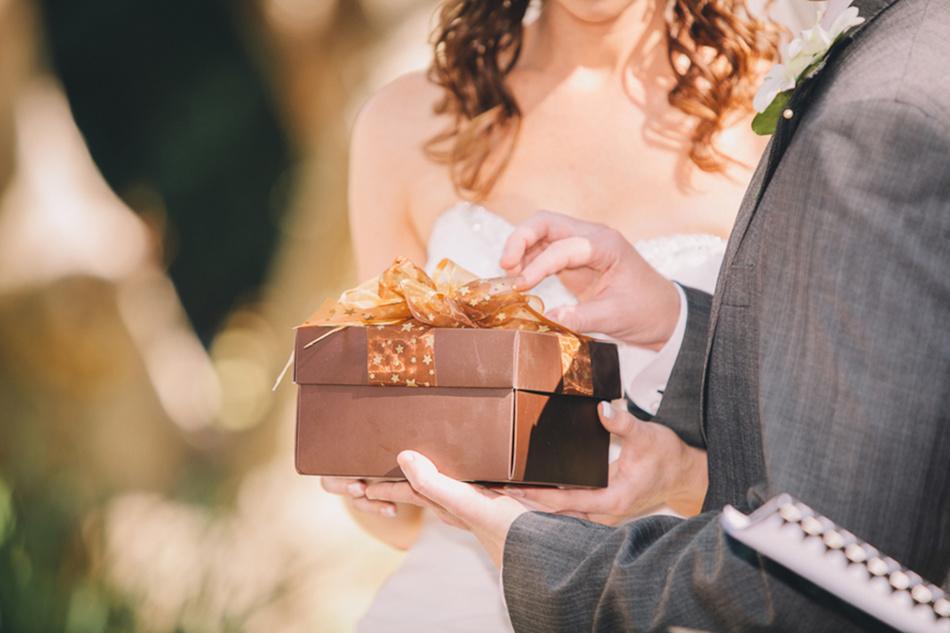 Трогательные поздравления с кожаной свадьбой 3 года для жены в стихах и прозе