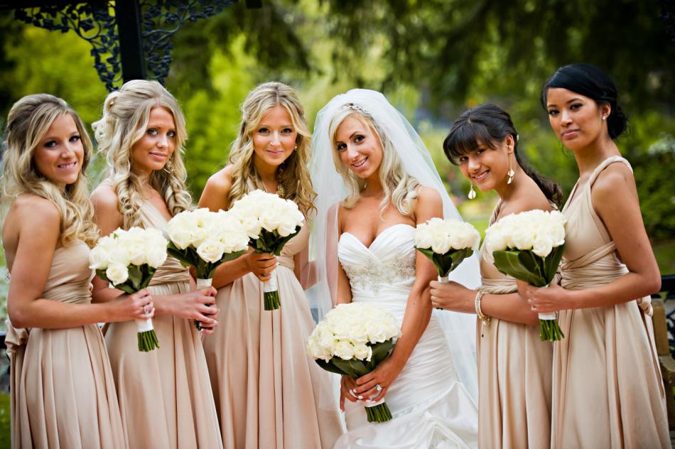 Прически для свадьбы подругам