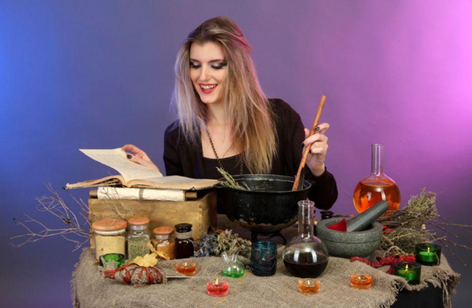 Руны беркана и лагуз указывают на то, что источником порчи является женщина