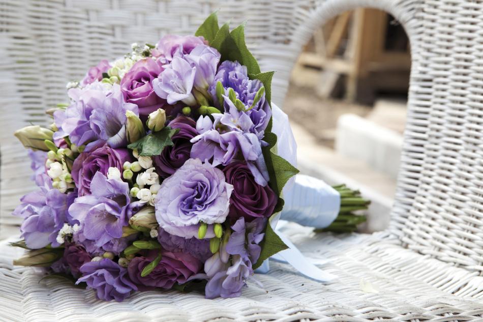 Букеты к фиолетовому платью