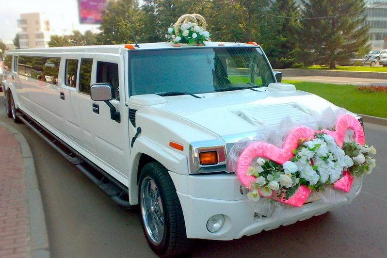 Примеры уникального украшения свадебных машин: фото
