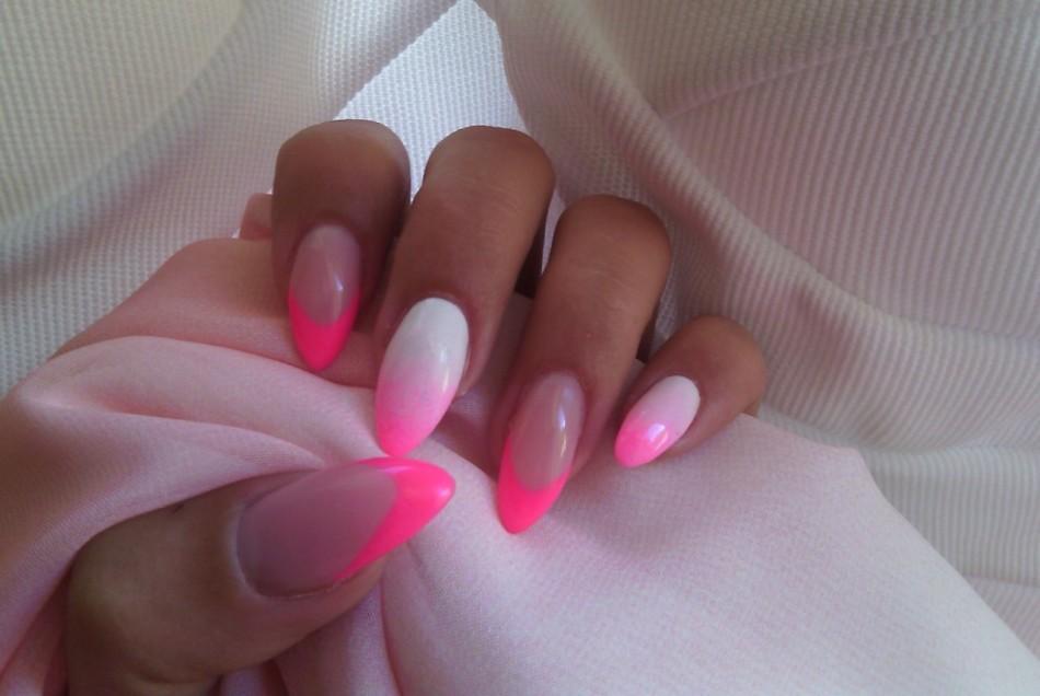 Фото маникюр белый с розовым