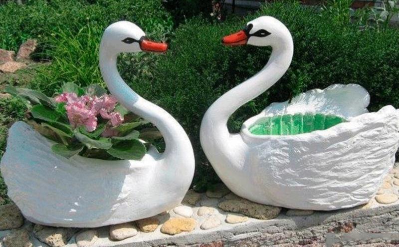 Садовый лебедь