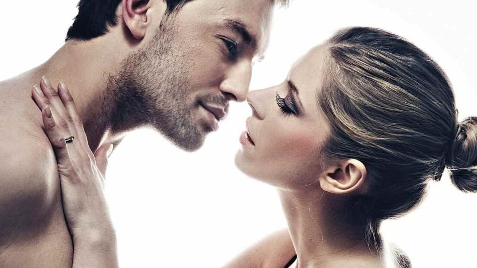 Муж сначала нежно целует жену а потом начинается секс видео