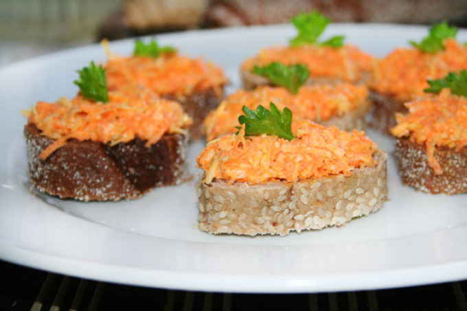 Морковный салат с сыром и чесноком рецепт с