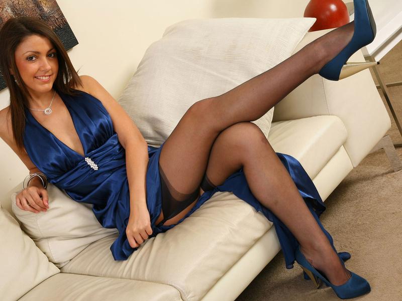 Девушка одевает ажурные колготки видео фото 67-448