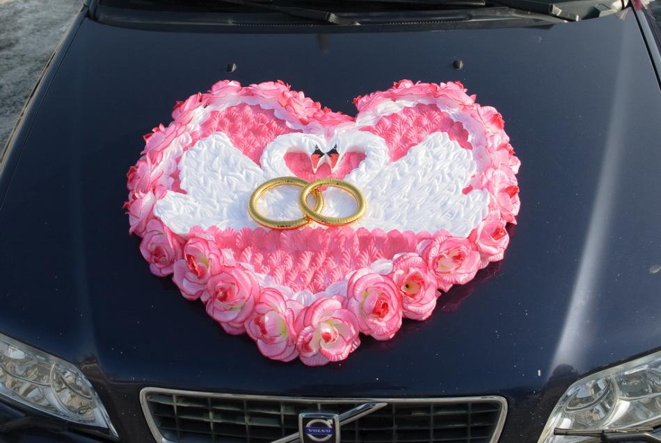 Примеры украшения свадебных машин - лебеди с кольцами