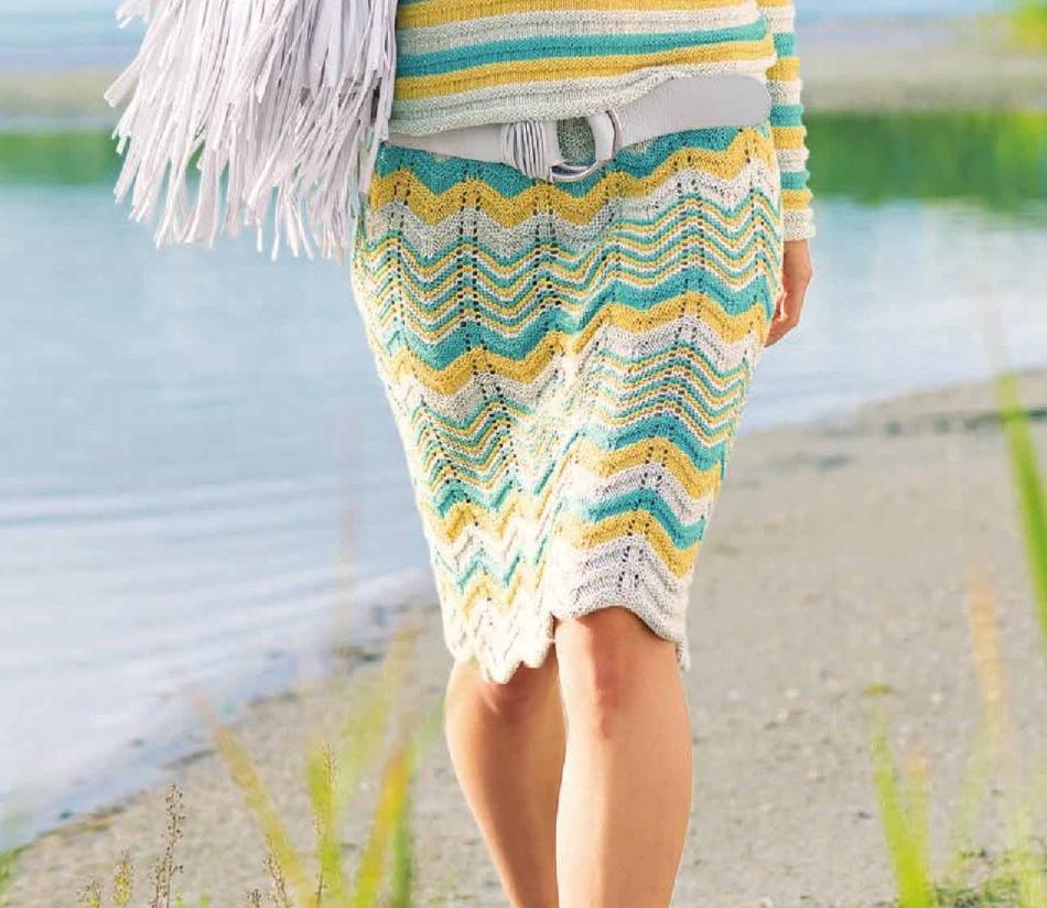 Веселая вязаная спицами юбка узором зигзаг