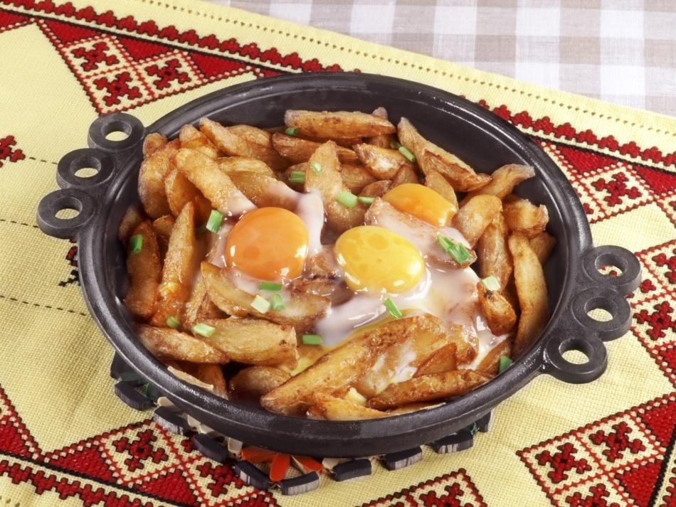 что можно приготовить из картошки и яиц быстро и вкусно на сковороде
