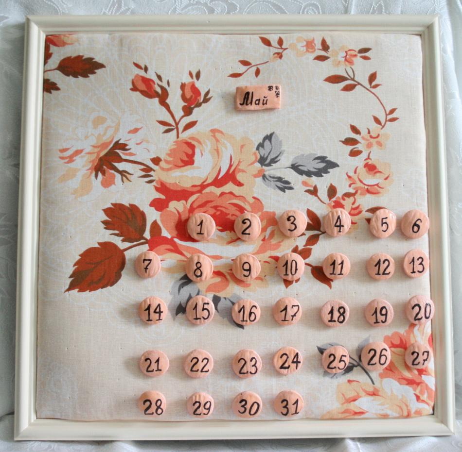 Календарь в виде пуговок