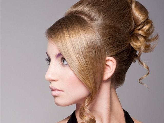 Прически для торжества на средние волосы фото пошаговое