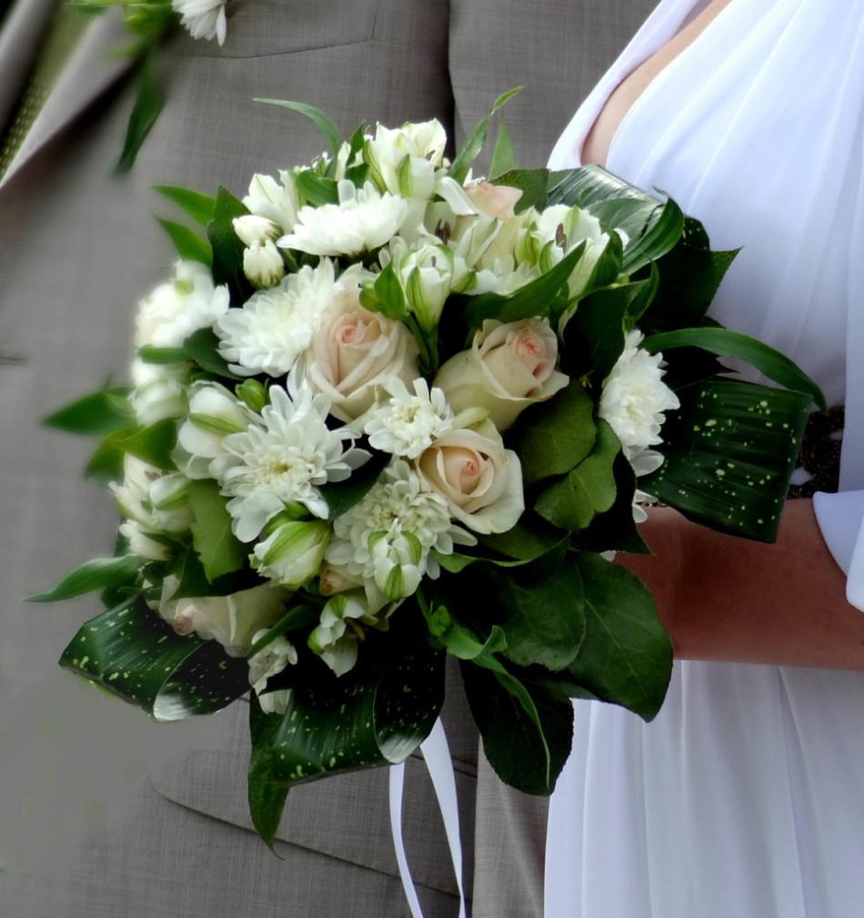 Букет невесты из кустовых хризантем