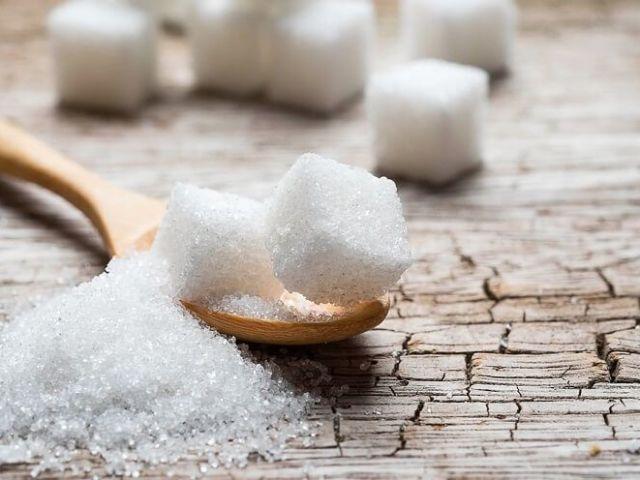 Рассыпала сахар к чему