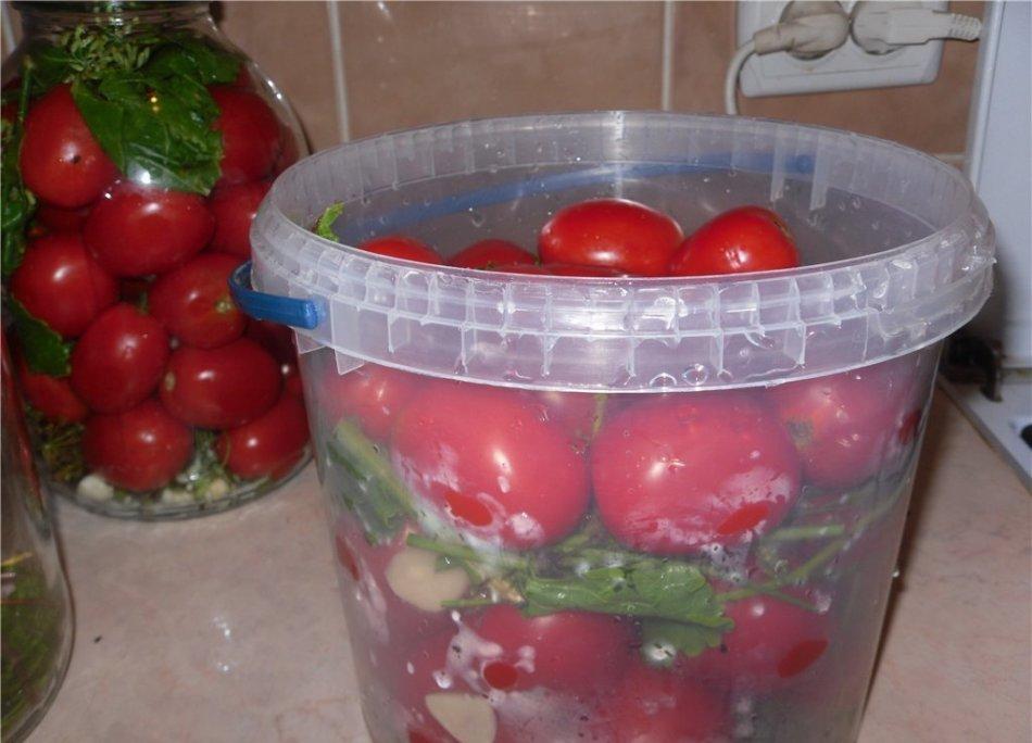 бочковые помидоры в ведре рецепт с фото