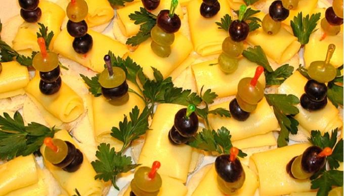 Вариант порционного оформления сырной тарелки