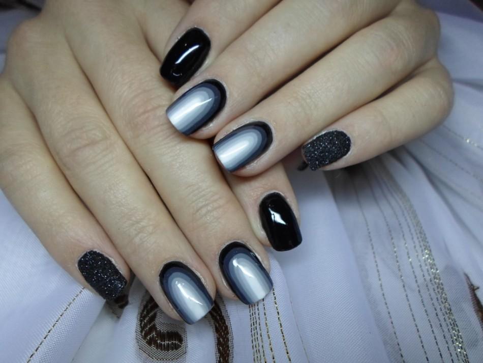 Омбре на ногтях черное