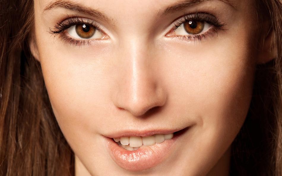 Черные глаза маленькие губы