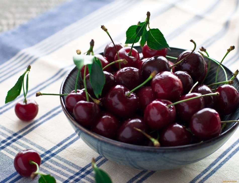 Плоды вишни - фрукты или ягоды?