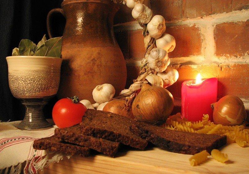 Черный хлеб не считается скоромной пищей, его можно есть в пост.
