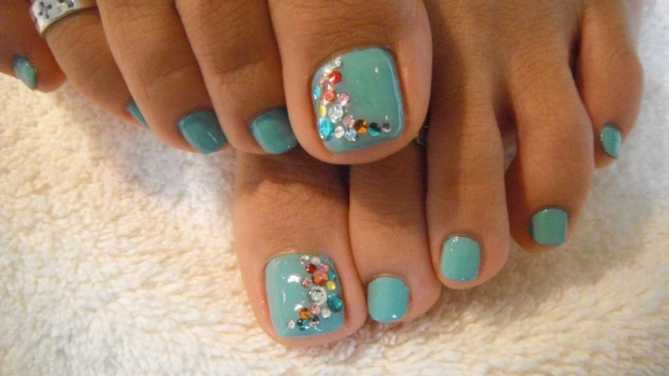 Стразы на ногтях. Как сделать красивый и стильный дизайн ногтей со стразами Сваровски, прозрачными, черными и цветными? Красивые
