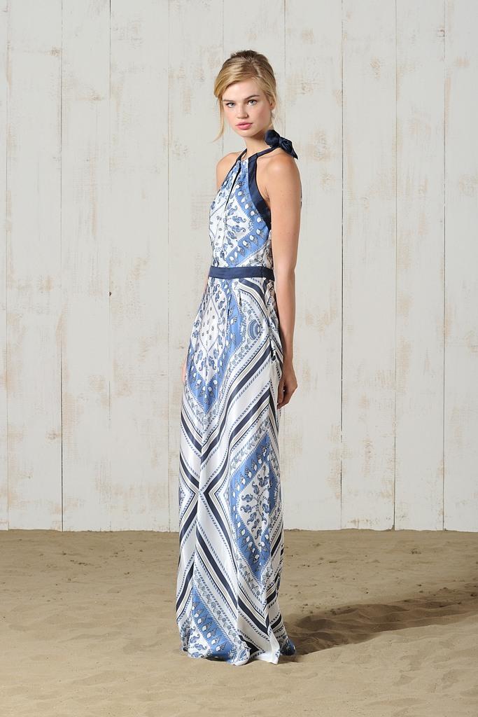 Вот такое простое вечернее платье может получиться без выкройки из платков