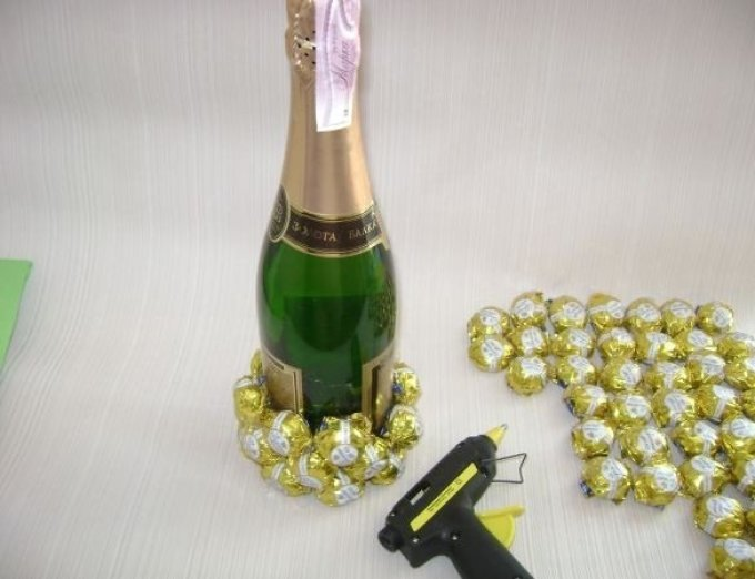 Украшаем шампанское на подарок 92