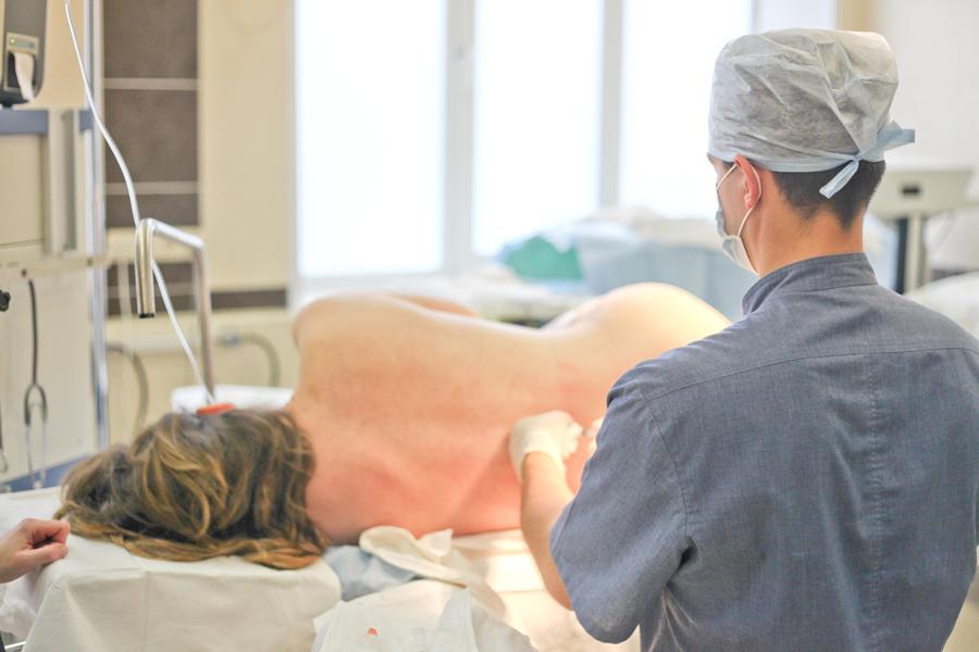 Анестезия при родах: виды, последствия для мамы и ребенка, отзывы. Стоит ли делать анестезию при родах, опасна ли она: минусы, з