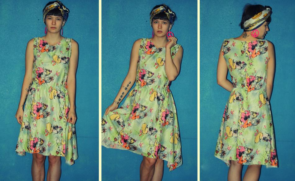 Вот какое простое платье мы получаем в итоге - пёстрое, удобное и лёгкое