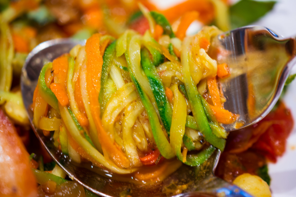 Консервировать салат с кабачков