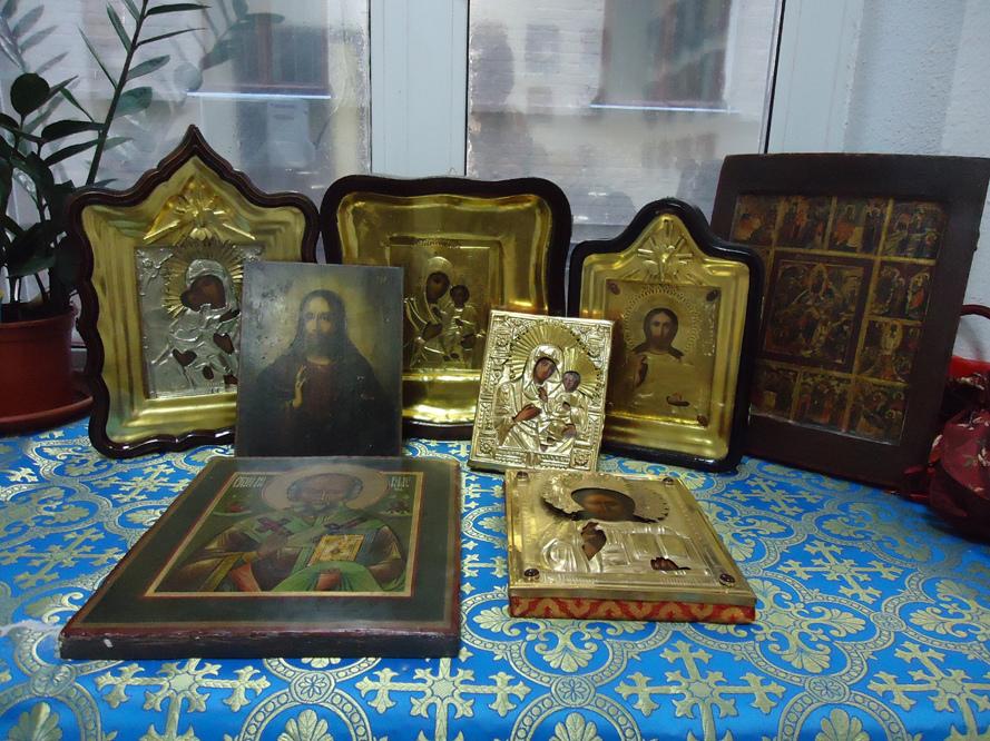 Что делать с иконами умершего родственника?