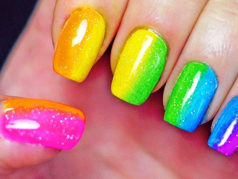 Разноцветный дизайн ногти