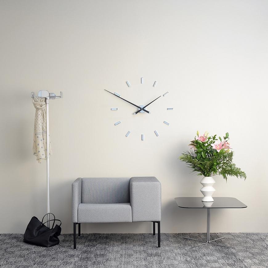 Вешать чужие настенные часы