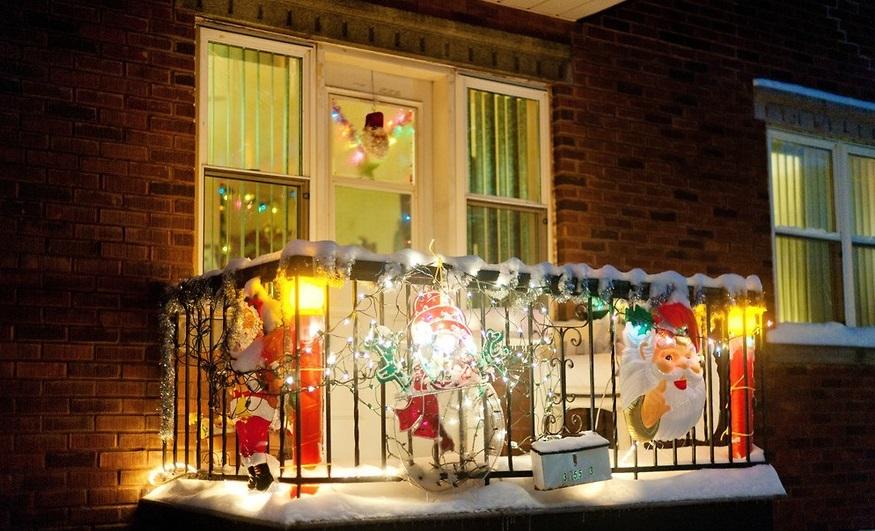 Как украсить елку и дом, квартиру к Новому 2018 году? Как украсить окна на Новый год: шаблоны, рисунки на окнах, красивая надпис