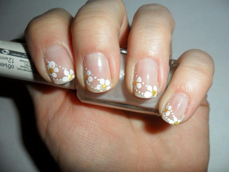Прозрачный дизайн коротких ногтей