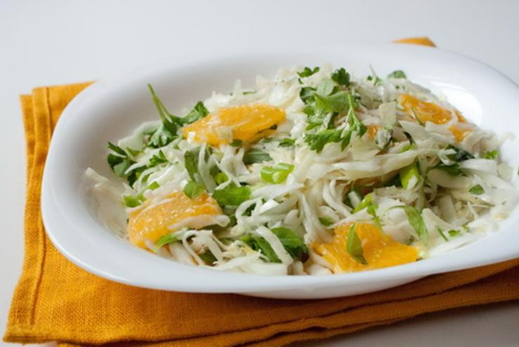 Капустой салат с апельсинами и